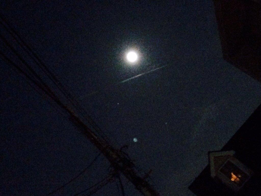 """【隕石?それとも?】関東地方で夜空に謎の巨大な閃光を見た目撃談が相次ぐ!管理人も車の運転中にその""""瞬間""""を目撃!"""