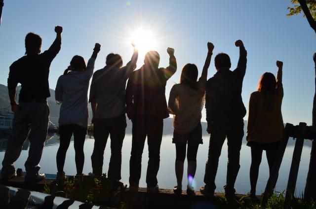 読売新聞の世論調査、10代有権者の半数が与党支持との報道!若い世代ほど自民党を支持する傾向