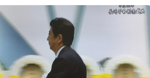 【長崎】平和祈念式典で「改憲反対!」の声を上げた男性が警察に包囲され連行!報道陣の取材に答えている最中に!