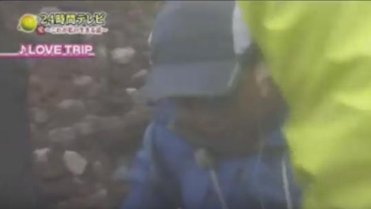 【恒例】日テレ24時間テレビで批判が殺到!両足麻痺の男の子を台風間近の富士山に登らせる!父親の虐待疑惑の映像も!