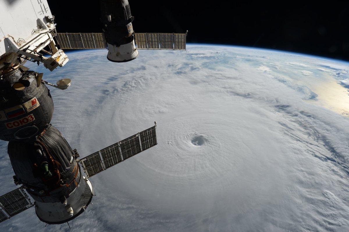 【画像】台風18号を宇宙から撮った写真が凄すぎる!ISSに滞在中の大西宇宙飛行士が撮影!