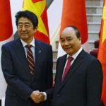 【中国包囲外交&ばら撒き】安倍総理、ベトナムに新造巡視船の提供と1200億円の円借款供与を約束!