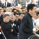安倍総理が沖縄慰霊式典にやってきた際の写真が「凄い」と話題に!沖縄の人々の怒りの視線とそれを必死に避ける総理…