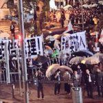 選挙戦最終日、安倍総理が秋葉原に登場し「安倍親衛隊」が大集結!大量の日の丸と巨大な横断幕&「帰れコール」と「安倍晋三」コールが入り乱れ騒然に!