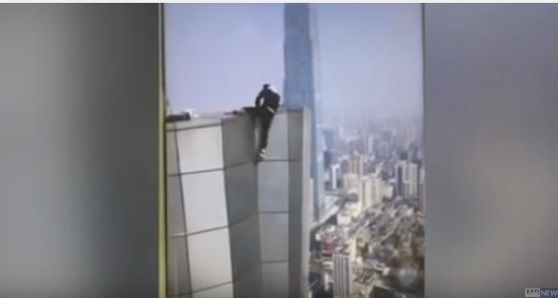 高所からの過激動画を投稿していた中国人パフォーマー、誤って62階のビルの屋上から落下し死亡!転落する瞬間の動画が世界で話題に…