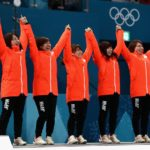 """【現金】悲願の銅メダルを獲得したカーリング女子日本代表に取材殺到!CMオファーも多数か!マスコミは「下町ボブスレー」から完全に""""鞍替え""""!"""