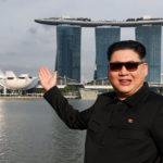 【悲報】金正恩のそっくりさん、シンガポール入国時に一時拘束される!→その後無事に解放され、トランプのそっくりさんと再会を果たす!