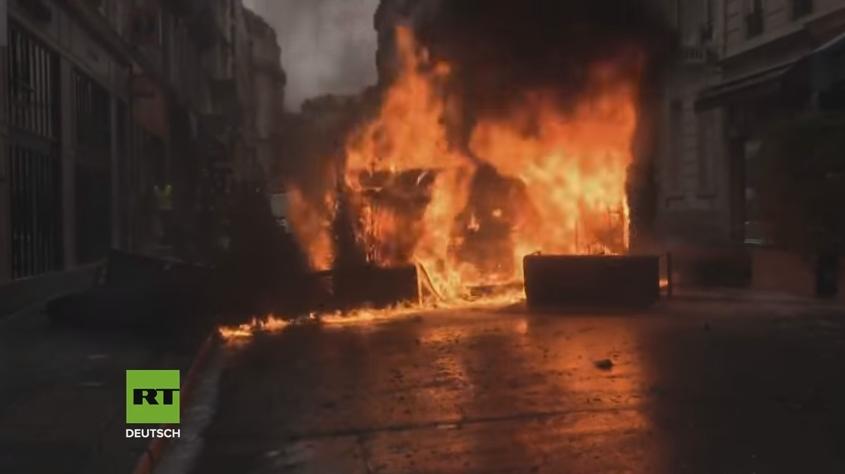 フランスのデモが激化!マクロン政権の富裕層優遇(グローバリズム)に民衆の怒りが爆発!警察は400人以上を拘束、負傷者も多数!