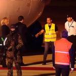【皮肉】G20でアルゼンチン入りした仏マクロン氏を「黄色いベスト」の職員が出迎える!彼と懇親の独メルケル氏は政府専用機が故障!