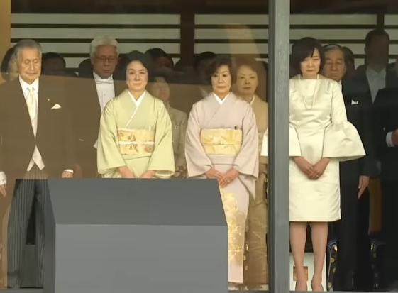 ナニコレ】即位礼正殿の儀、昭恵夫人の\u201d奇抜\u201dな衣装が話題に